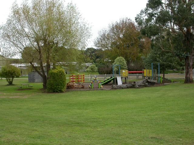 Pine-Country-Caravan-Park-Playground-Area.jpg