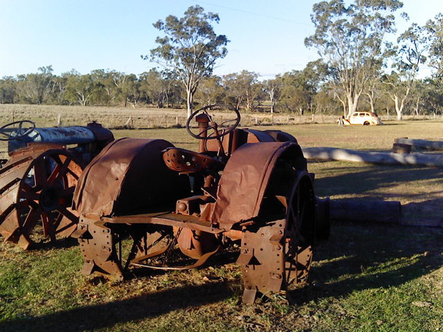 Meadowbank-Museum-and-Farmstay-Camp-Site-–-Roma-Grassy-Site