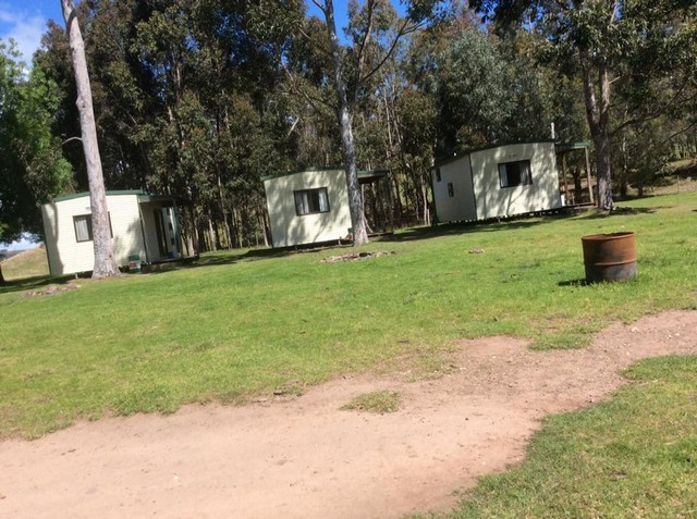 Paradise-Valley-Camping-Ground-Cabins.jpg